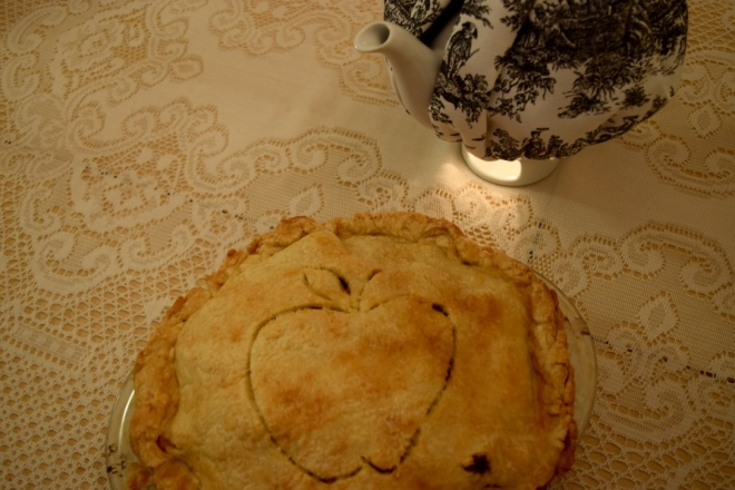 teapot under tea light with homemade apple pie